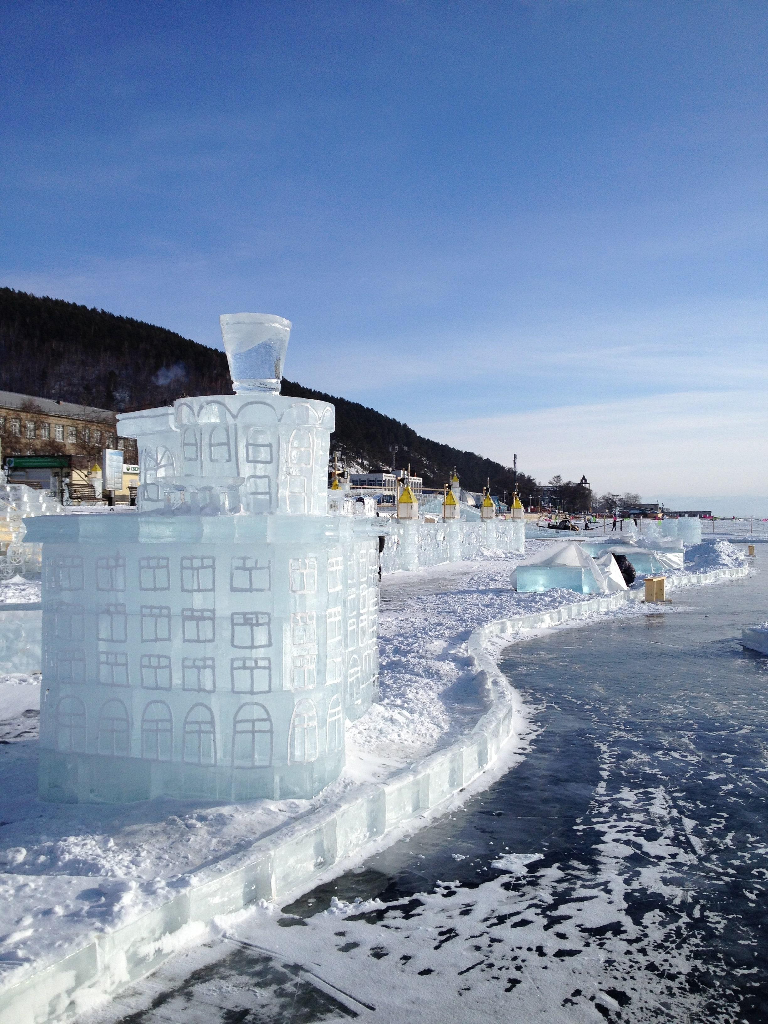 Ледяные скульптуры. Отдых на Байкале зимой